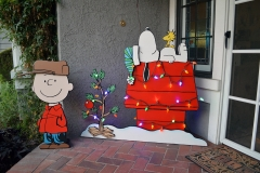 Peanuts display, built as gift for my wife, have a variety of accessories, this is the Christmas setup.